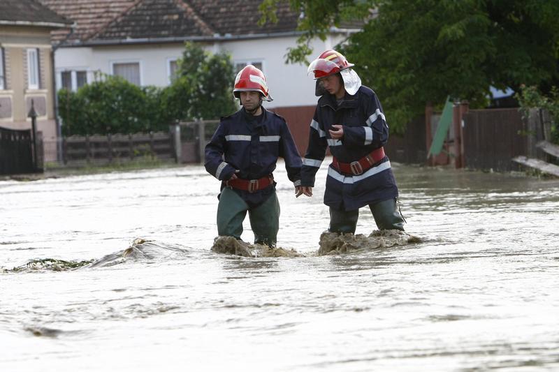 pompieri-inundatii (1)